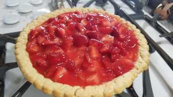 Easy and Delicious Strawberry Pie