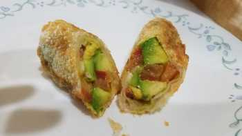 Avocado, Bacon and Tomato Rolls with Egg Roll Wraps